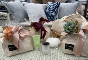 PEPPERMINT GROVE TRAVEL BAG AND FOREVER POSIE